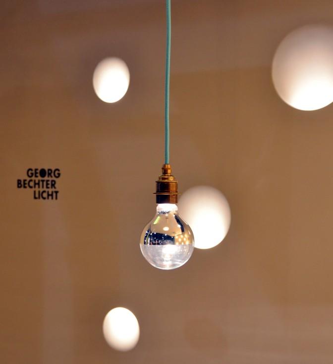Wie die Motte zum Licht