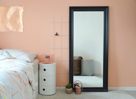eine wand in der farbe von pfirsich sorbet annablogie. Black Bedroom Furniture Sets. Home Design Ideas