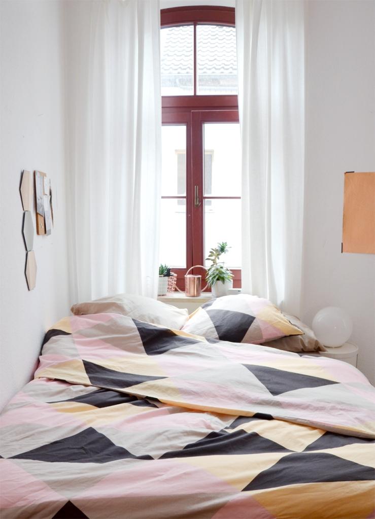 Bett unter dem Fenster - annablogie