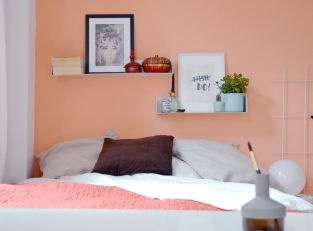 Schlafzimmer in Apricot