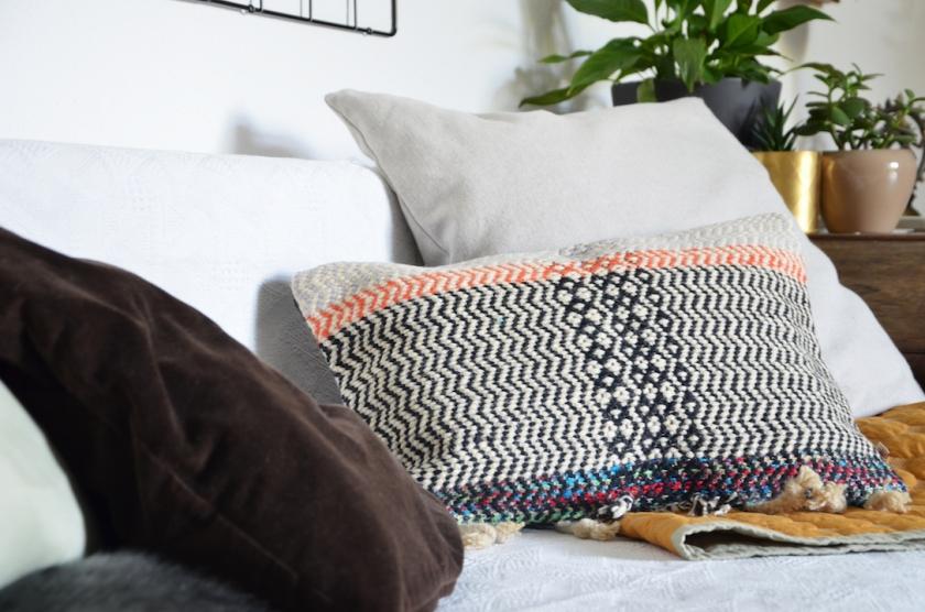 Kissen-Arrangements im Wohnzimmer - annablogie