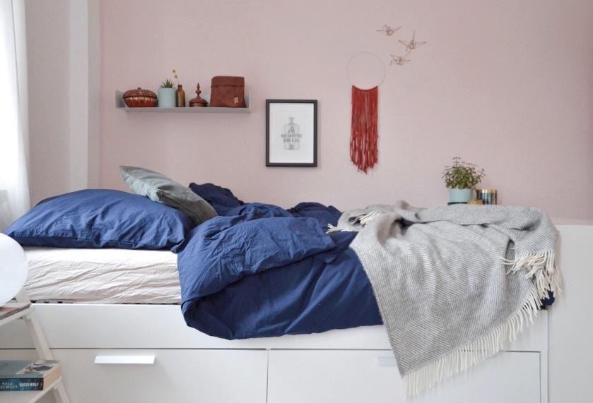 Rosa im Schlafzimmer