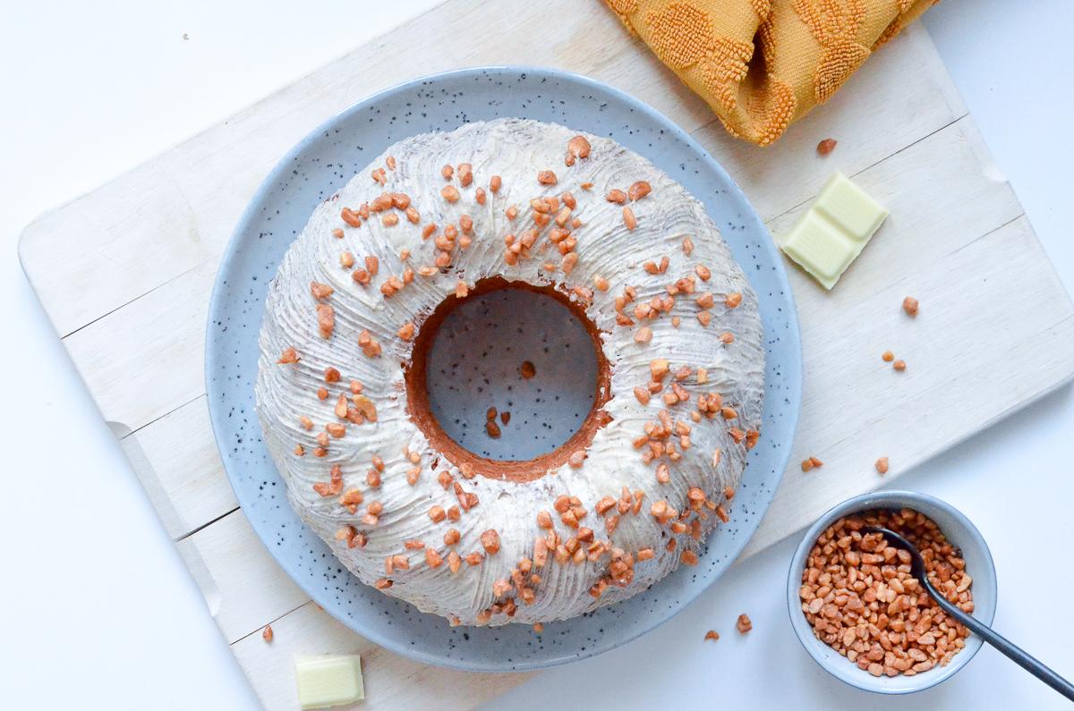 Eierlikör-Rum-Kuchen mit weißer Schokolade und Zimt